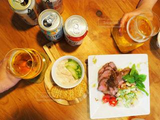 ビールがおいしい料理の写真・画像素材[1305568]