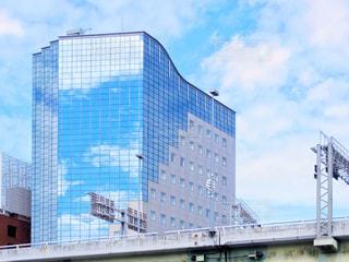 ビルに映る空の写真・画像素材[1312967]