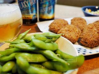 ビールとコロッケと枝豆の写真・画像素材[1341810]