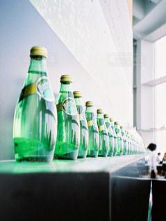 ペリエのボトルの写真・画像素材[1412113]