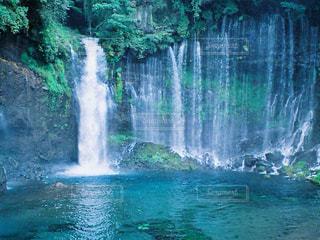 いくつかの水の上の大きな滝の写真・画像素材[1448563]