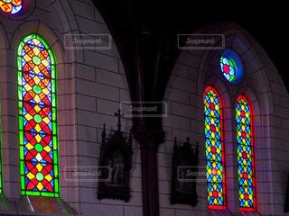 建物の前に明るい光の写真・画像素材[1537856]