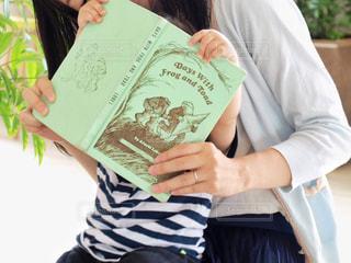 絵本の読み聞かせの写真・画像素材[1564681]