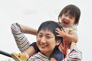 親子で笑顔の写真・画像素材[1589838]