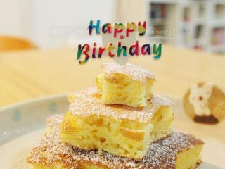 皿の上のケーキの一部の写真・画像素材[1667747]