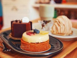ケーキいっぱいの写真・画像素材[1668865]