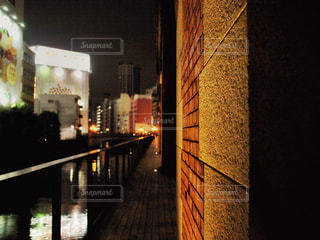 夜の街の景色の写真・画像素材[1681739]