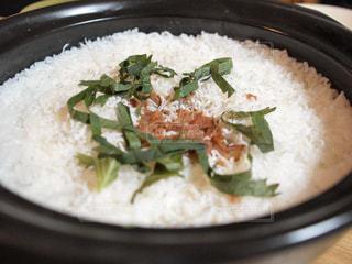 土鍋でごはんの写真・画像素材[1693814]
