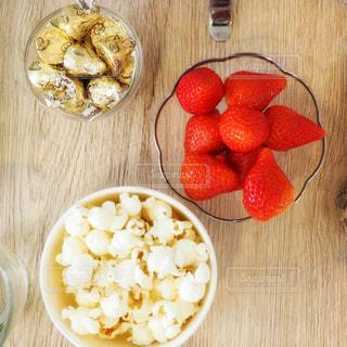 食べ物,いちご,テーブル,フルーツ,果物,おやつ,ポップコーン,テーブルフォト