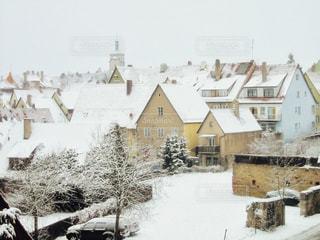 雪に覆われた家の写真・画像素材[1781880]
