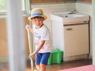 帽子,男子,洋服,床,麦わら帽子,Tシャツ,シャツ,幼児,少年,掃除,モップ,夏服,半袖