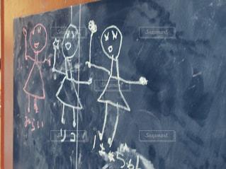 黒板にお絵かきの写真・画像素材[2134575]
