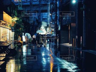 夜,雨,道路,反射,都会,歩道,リフレクション,梅雨,通り,雨の中