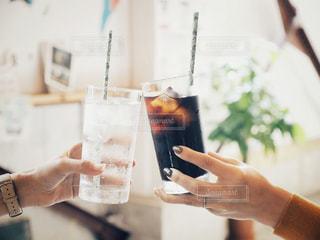 ネイル,アイスコーヒー,手,指輪,指,ストロー,グラス,カクテル,乾杯,ドリンク,女子会,パーティー,カンパイ