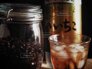 コーヒーといいちこの写真・画像素材[2747479]
