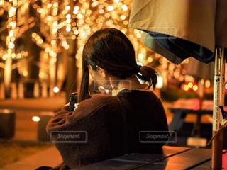 女性,1人,冬,夜,大阪,イルミネーション,ライトアップ,人,グランフロント,シャンパンゴールド