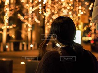女性,風景,木,大阪,後ろ姿,光,イルミネーション,人,梅田,明るい,玉ボケ,髪の毛,ニット