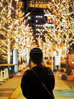女性,1人,街,イルミネーション,人,明かり,グランフロント