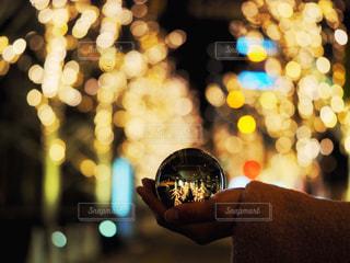 夜,大阪,手,ガラス,イルミネーション,人,明かり,梅田,明るい,玉ボケ,ボケ,グランフロント