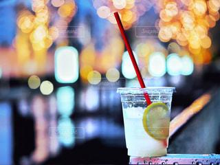 夜,雨,ジュース,ガラス,ぼかし,イルミネーション,ストロー,レモン,梅田,カクテル,ドリンク,グランフロント,グランフロント大阪,ソフトド リンク