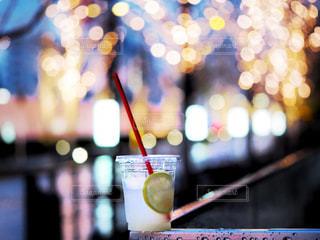 雨,ジュース,ガラス,ぼかし,イルミネーション,ライトアップ,レモン,明るい,ドリンク,レモネード,グランフロント,玉ぼけ,ぼけ,グランフロント大阪,ソフトド リンク