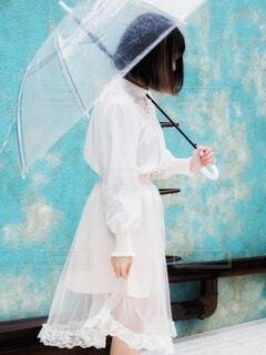 傘と女の子の写真・画像素材[3677551]