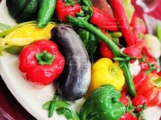 食べ物,風景,緑,赤,果物,トマト,野菜,皿,食品,ピーマン,アスパラ,唐辛子,食材,赤ピーマン,フレッシュ,ベジタブル,栄養,プラムトマト,青ピーマン
