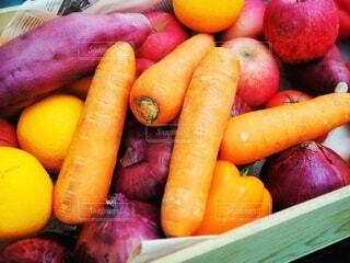 食べ物,紫,オレンジ,野菜,食品,新鮮,玉ねぎ,さつまいも,食材,フレッシュ,ベジタブル,ニンジン,根菜,ベジタリアンフード,ビーガン栄養