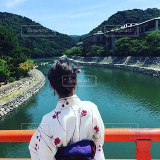 京都宇治付近の赤い橋からの写真・画像素材[932449]