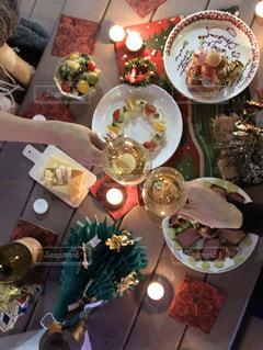 食べ物の皿クリスマスディナーでの乾杯の写真・画像素材[2937853]