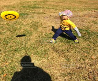 公園,屋外,子供,草,休日,お出かけ,投げる