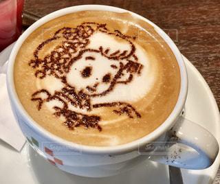 食品とコーヒーのカップのプレートの写真・画像素材[929361]
