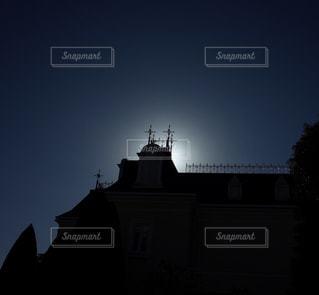 後光指す教会の写真・画像素材[1199555]