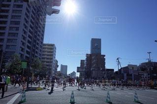 5人以上,風景,空,屋外,太陽,光,人物,道,マラソン,街中,通り,日中
