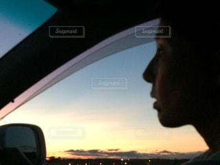 車の運転者の写真・画像素材[977111]