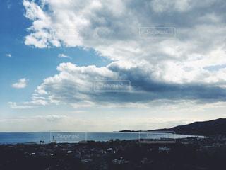 水体の上空で雲のグループの写真・画像素材[1101166]