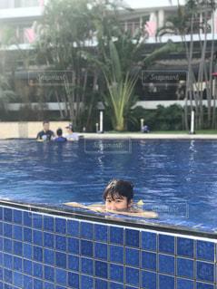 沖縄のプールにての写真・画像素材[1261779]