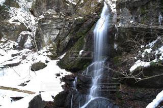 森の中の滝の写真・画像素材[936973]