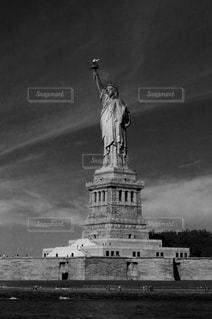 時計塔の黒と白の写真の写真・画像素材[1010000]