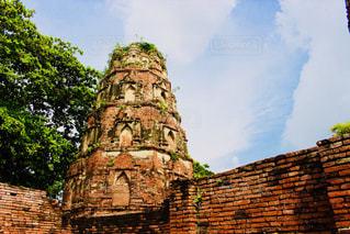 大規模なれんが造りの時計塔のある建物の写真・画像素材[1018025]