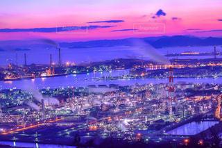 夕景と工場の写真・画像素材[935550]