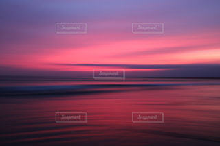 爆焼けした夕陽の写真・画像素材[962024]