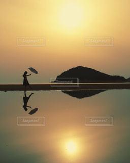 自然,海,空,太陽,ビーチ,雲,夕暮れ,アート,海岸,人物,ポートレート,夕陽,sunset,スナップマート