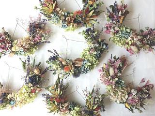 テーブルの上の花の花瓶の写真・画像素材[1544699]