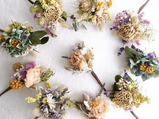 テーブルの上の花瓶の写真・画像素材[2821404]