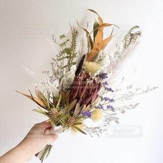 花,花束,ドライフラワー,手持ち,人物,ブーケ,ポートレート,ライフスタイル,草木,手元