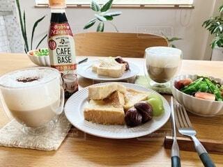 食べ物,食事,朝食,テーブル,皿,おいしい,ドリンク,ソフトド リンク,わたしのカフェベース,ボスカフェベース,ホットカフェベース