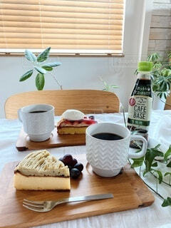 食べ物,コーヒー,食事,テーブル,おやつ,皿,ドリンク,コーヒー カップ,わたしのカフェベース,ボスカフェベース,ホットカフェベース