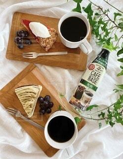 食べ物,カフェ,ケーキ,コーヒー,食事,テーブル,おやつ,皿,ドリンク,菓子,スナック,ウッドプレート,コーヒー カップ,わたしのカフェベース,ボスカフェベース,ホットカフェベース