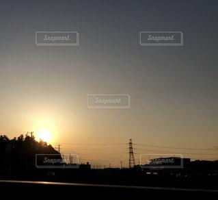 街に沈む夕日の写真・画像素材[1277074]